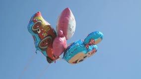 Pallone sotto forma di Topolino nel cielo archivi video