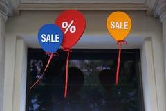 Palloni del segno di vendita Fotografie Stock Libere da Diritti