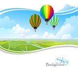 Palloni di aria calda, cielo blu e campi verdi Immagine Stock Libera da Diritti