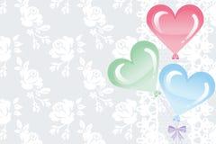 Palloni di forma del cuore sul fondo del pizzo royalty illustrazione gratis