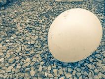 Palloni disposti su una pietra Immagini Stock Libere da Diritti