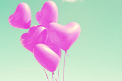 Palloni in forma di cuore porpora fotografia stock