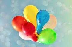 Palloni multicolori contro il cielo Fotografie Stock Libere da Diritti