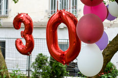 Palloni per la trentesima celebrazione della festa di compleanno Fotografie Stock