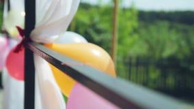 Palloni sul portico video d archivio
