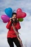 Palloni svegli felici di forma del cuore della tenuta della ragazza Fotografia Stock Libera da Diritti