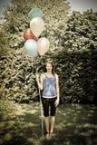 Palloni teenager della tenuta immagine stock