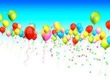 Palloni variopinti che dividono il cielo per lo spazio della copia e del titolo Fotografia Stock Libera da Diritti
