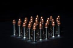 Pallottole del fucile sopra la tavola Fotografie Stock Libere da Diritti