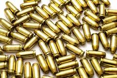 40 pallottole di calibro su bianco Fotografie Stock