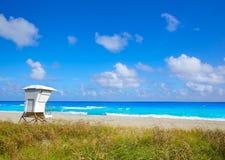 Palm Beach wyrzucać na brzeg baywatch wierza w Floryda obrazy stock