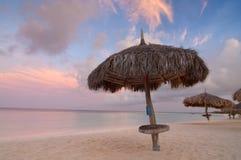 Palm- Beachsonnenaufgang, Aruba Stockfotos