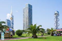 Palm en Skilines in Batumi stock foto