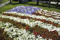 Palm Springs, California, los E.E.U.U., el 12 de abril de 2015, bandera de los E.E.U.U. en flores Imagen de archivo