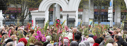 Palm Sunday celebrations in the Orthodox Church. April 24, 2016, Minsk, Belarus. The priest at the center of the crowd sprinkling holy water willow twigs with Stock Photos