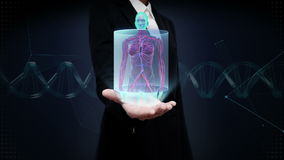 Palma abierta de la empresaria, cuerpo femenino delantero de enfoque y sistema humano de exploración del vaso sanguíneo Luz azul  almacen de metraje de vídeo