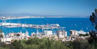 Palma-Ansicht mit Trasmediterranea-Fähre Tenacia Stockbilder