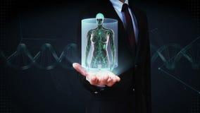 Palma aperta dell'uomo d'affari, corpo umano femminile che esplora sistema linfatico Luce blu dei raggi x archivi video