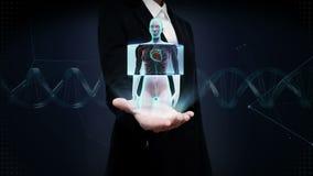 Palma aperta della donna di affari, corpo femminile anteriore di zumata e cuore d'esplorazione Sistema cardiovascolare umano Luce stock footage
