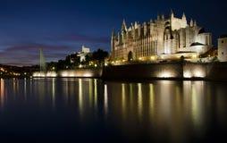 Palma Cathedral på natten Royaltyfria Bilder