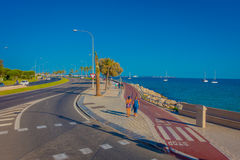 PALMA DE MAIORCA, ESPANHA - 18 DE AGOSTO DE 2017: Povos não identificados que andam na rua próximo do porto em Palma de Mallorca Foto de Stock Royalty Free