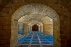 PALMA DE MAIORCA, ESPANHA - 18 DE AGOSTO DE 2017: Vista interior da catedral de Santa Maria de Palma La Seu em um azul lindo Fotografia de Stock