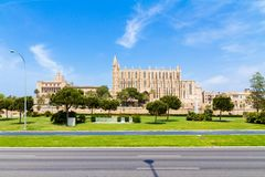 Palma de Mallorca Cathedral ed Almudaina Royal Palace panoramico Immagini Stock Libere da Diritti