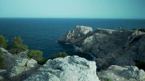 Palma de Mallorca, Espagne, falaises, flore espagnole, roches, côte banque de vidéos
