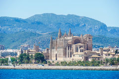 Palma de Mallorca, Espanha La Seu, formulário da vista o mar Medi famoso fotografia de stock royalty free