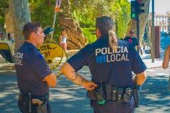 PALMA DE MALLORCA HISZPANIA, SIERPIEŃ, - 18 2017: Funkcjonariuszi policji przy bulwarem Urodzonym w Palmie de Mallorca, Hiszpania Fotografia Stock