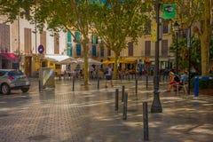 PALMA DE MALLORCA HISZPANIA, SIERPIEŃ, - 18 2017: Niezidentyfikowani ludzie chodzi przy bulwarem Urodzonym w Palmie de Mallorca,  Zdjęcie Royalty Free