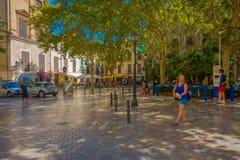 PALMA DE MALLORCA HISZPANIA, SIERPIEŃ, - 18 2017: Niezidentyfikowani ludzie chodzi przy bulwarem Urodzonym w Palmie de Mallorca,  Obraz Stock