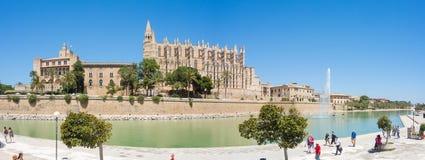Palma de Mallorca, Spagna Royal Palace di La Almudaina e della cattedrale gotica di Santa Maria Fotografia Stock