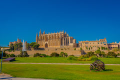PALMA DE MALLORCA, SPAIN - AUGUST 18 2017: Beautiful view of Cathedral of Santa Maria of Palma La Seu in a gorgeous blue Stock Photography