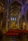 PALMA DE MALLORCA SPANIEN - AUGUSTI 18 2017: Härlig inomhus sikt av den helgonEulalia kyrkan som lokaliseras i Palma de Mallorca Arkivfoton