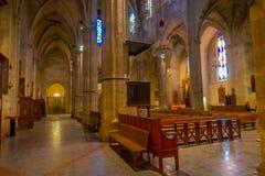 PALMA DE MALLORCA SPANIEN - AUGUSTI 18 2017: Härlig inomhus sikt av den helgonEulalia kyrkan som lokaliseras i Palma de Mallorca Royaltyfri Bild