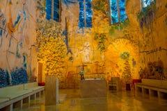 PALMA DE MALLORCA SPANIEN - AUGUSTI 18 2017: Ursnygg sikt av inre av domkyrkan av Santa Maria av Palma La Seu in Arkivbilder