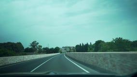 Palma de Mallorca, Spanien, Autofahren, schöne spanische Straße, schlug die Straße und beschleunigte stock footage