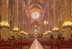 PALMA DE MALLORCA, SPANIEN - 30. JANUAR 2019: Das Kirchenschiff von Kathedrale La Seu lizenzfreie stockbilder