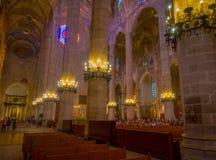 PALMA DE MALLORCA, SPANJE - AUGUSTUS 18 2017: Schitterende mening van binnenland van Kathedraal van Santa Maria van Palma La Seu  Royalty-vrije Stock Afbeelding