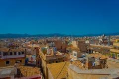 PALMA DE MALLORCA, SPANJE - AUGUSTUS 18 2017: Schitterende mening van daken van de stad van Palma de Mallorca met de Kathedraal Stock Foto's