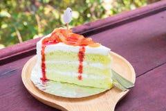 Palma de Nipa o torta del atap con la fresa Fotografía de archivo libre de regalías