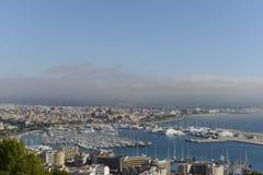 Palma di Maiorca: Vista del porto e della cattedrale fotografie stock