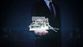 Palmas abiertas del hombre de negocios, propiedades inmobiliarias, casa construida y llave de la casa