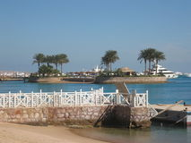 Palmas en la pequeña isla, Mar Rojo. Fotografía de archivo