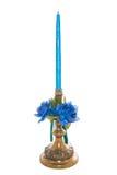 Palmatoria antigua con la vela y las flores azules Imagenes de archivo