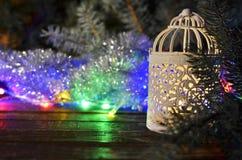 Palmatoria de la Navidad del vintage y guirnaldas de la Navidad Foto de archivo libre de regalías