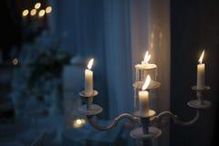 Palmatoria del vintage con las velas ardientes Imagen de archivo