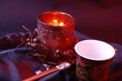 Palmatoria, una taza y palillos Imagen de archivo libre de regalías