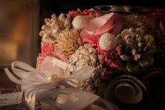 Palmatoria, vela, advenimiento, hogar de la Navidad imagenes de archivo